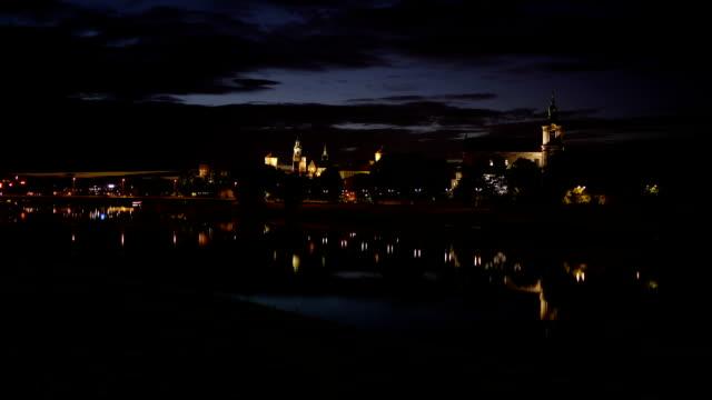 stadt krakau in der nacht, timelapse - krakau stock-videos und b-roll-filmmaterial