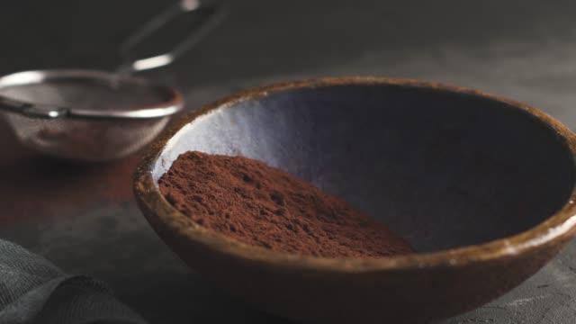 vídeos de stock e filmes b-roll de craft chocolate truffles - cacau em pó