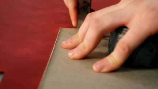 vídeos y material grabado en eventos de stock de cuero de corte artesano con hoja - piel textil