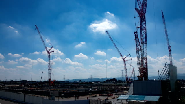crane at under construction time lapse - intelaiatura video stock e b–roll