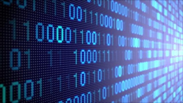 vídeos de stock, filmes e b-roll de guindaste para baixo: parede de perspectiva de fundo de padrão digital de código binário - código binário