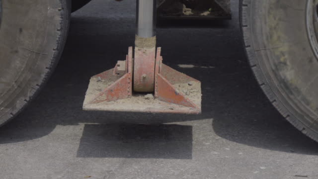 Crane Hydraulic Legs video