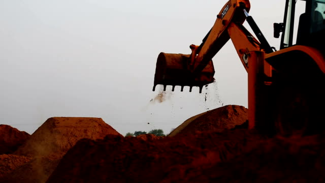 stockvideo's en b-roll-footage met crane - shovel