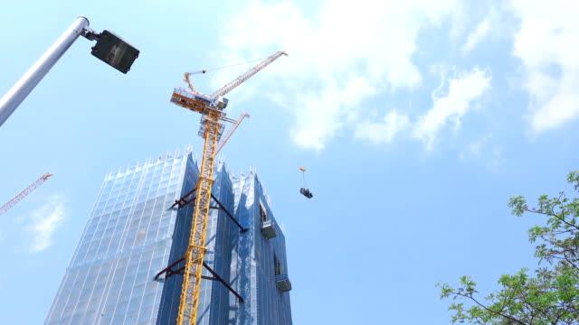 4 k: クレーンの建設現場で働く - クレーン点の映像素材/bロール