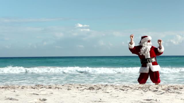 crazy santa beach - santa bildbanksvideor och videomaterial från bakom kulisserna