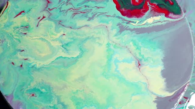 丸キャンバス上緑の絵画を作成します。 - 美術の授業点の映像素材/bロール