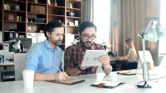 die kreativagentur - reisebüro stock-videos und b-roll-filmmaterial