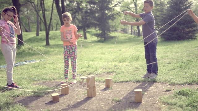 kreativ-shop - ferienlager stock-videos und b-roll-filmmaterial