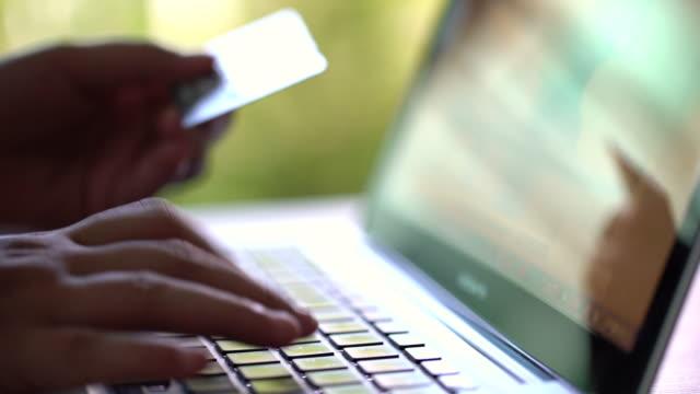vidéos et rushes de paiement par carte de crédit 4k avec dolly tourné, acheter, vendre & shopping produits & service - un seul objet