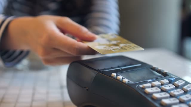 vídeos de stock e filmes b-roll de credit card payment with nfc technology - paying with card contactless