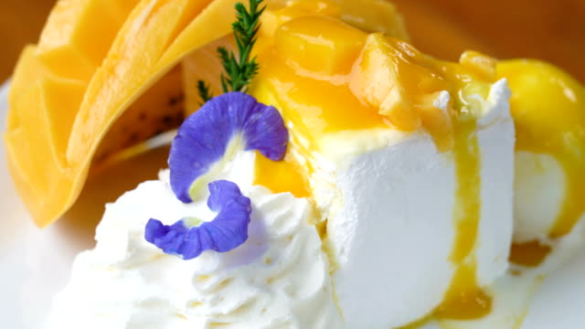 Crepe cake with Mango. video