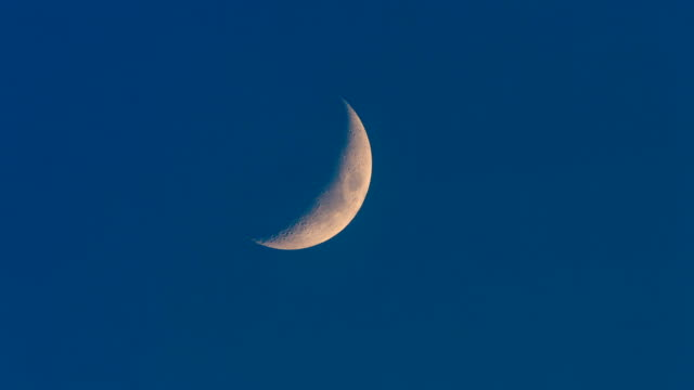 crescent moon - полумесяц форма предмета стоковые видео и кадры b-roll