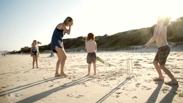 ビーチでクリケットします。 - オーストラリア点の映像素材/bロール
