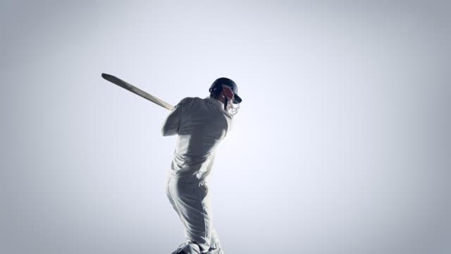 Cricketspieler in Aktion auf weißem Hintergrund – Video
