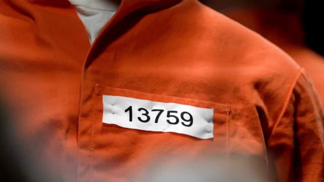 kriminella titta på domaren underteckna dom på hans dödsstraff, dödsstraff - dom bildbanksvideor och videomaterial från bakom kulisserna