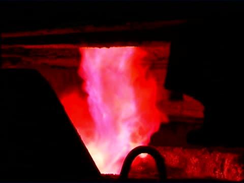 크림슨 화재 - 클립 길이 스톡 비디오 및 b-롤 화면
