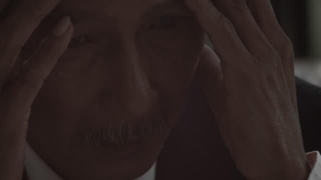 危機 - 悩む点の映像素材/bロール