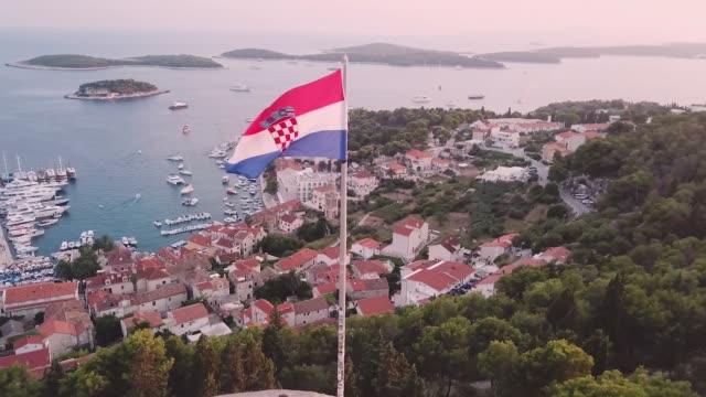 croatian flag waving in the wind - хорватия стоковые видео и кадры b-roll