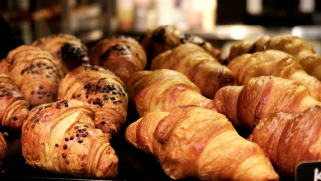 クロワッサン。毎日の朝食フランス ベーカリー製品 ビデオ