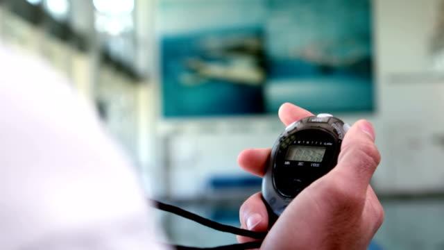 vidéos et rushes de courte vidéo de formateur avec chronomètre - chrono sport