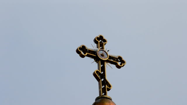 stockvideo's en b-roll-footage met kruis tegen de hemel - heilig geschrift