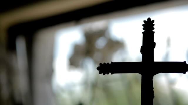 vídeos y material grabado en eventos de stock de cruce iglesia lisa sesión - misa