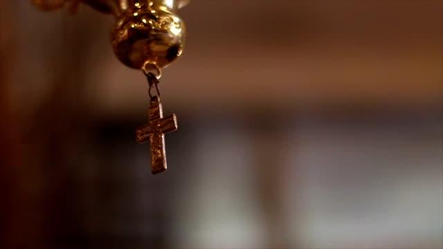 Cruce la iglesia - vídeo