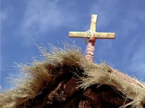 cross  - religiöses symbol stock-videos und b-roll-filmmaterial
