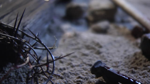 cross_scene_night_1 - krucifix bildbanksvideor och videomaterial från bakom kulisserna