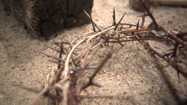 cross_scene_sunny_6 - krucifix bildbanksvideor och videomaterial från bakom kulisserna