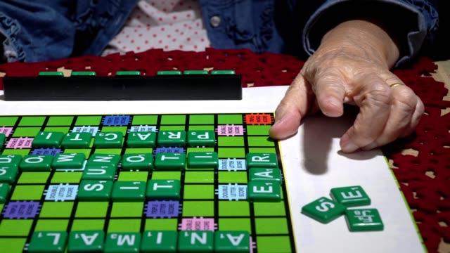 Crucigramas para ancianos, ayudar a mejorar la memoria y cerebro - vídeo