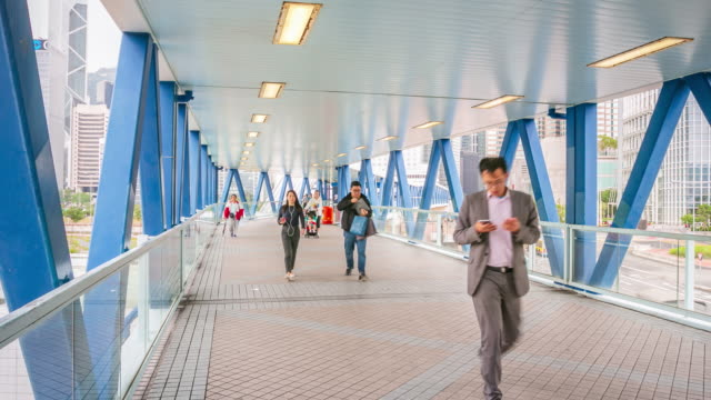 menge an öffentlichen weg in hong kong stadt, zeitraffer - überweg warnschild stock-videos und b-roll-filmmaterial
