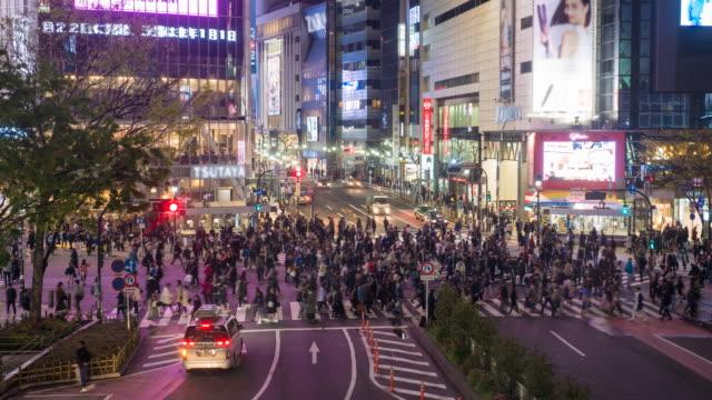 menge stadtstraße in japan - bevölkerungsexplosion stock-videos und b-roll-filmmaterial
