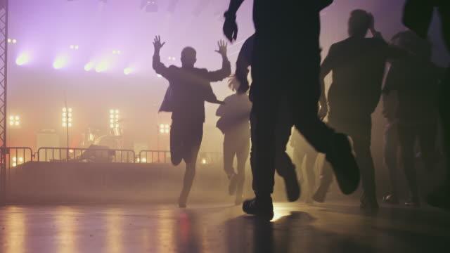 crowd entering concert hall - вход стоковые видео и кадры b-roll