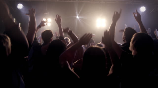 stockvideo's en b-roll-footage met crowd in disco - feest