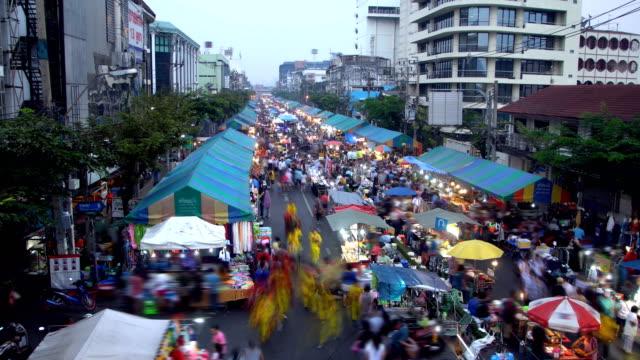 crowd moving at local market on street. - юго восток стоковые видео и кадры b-roll