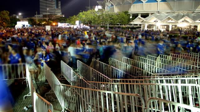 folla in movimento per il partecipante - lungo video stock e b–roll