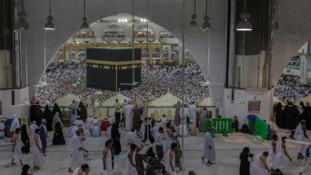 Crowd of pilgrims circumambulate around Kaaba video