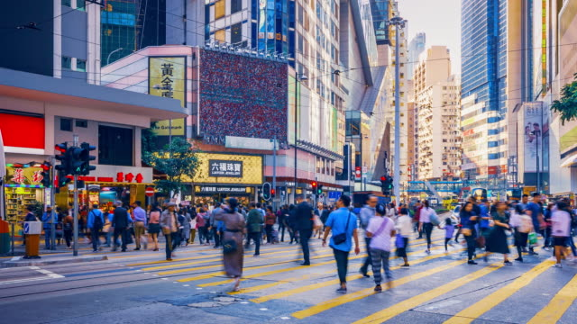 crowd people crossing road in hong kong island, time lapse - hong kong video stock e b–roll