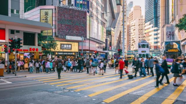 menge leute kreuzung straße in hongkong island, zeitraffer - überweg warnschild stock-videos und b-roll-filmmaterial