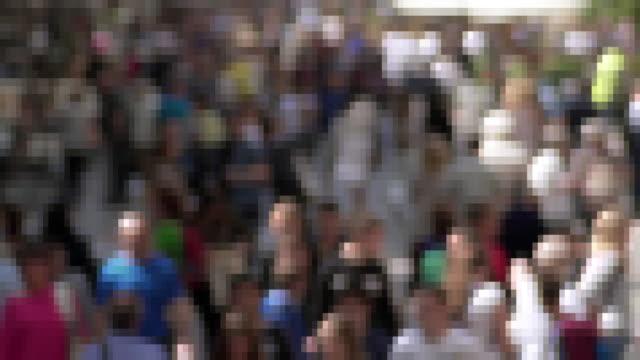 vídeos y material grabado en eventos de stock de multitud - misa