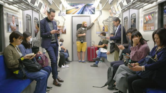 混雑した日本の地下鉄列車 - 列車点の映像素材/bロール
