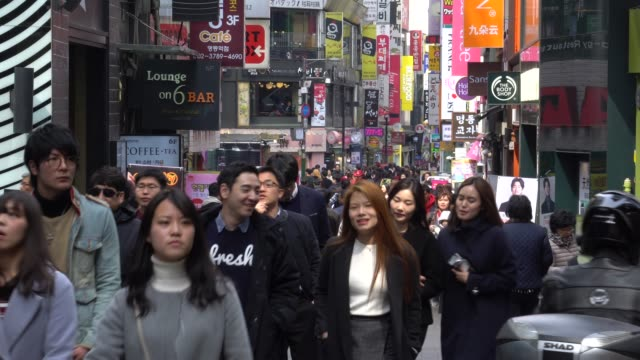 crowded of people walking in the streets of seoul, south korea - korea południowa filmów i materiałów b-roll