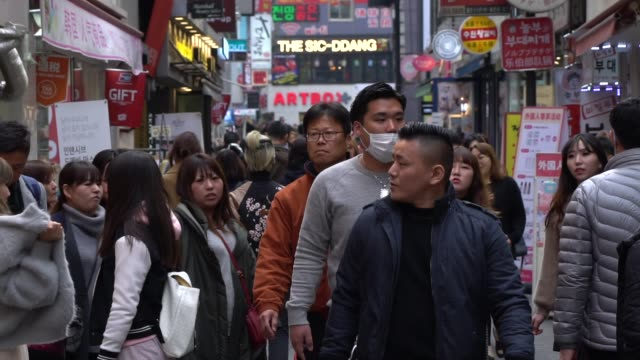 crowded of people walking in the streets of seoul, south korea - cultura coreana video stock e b–roll
