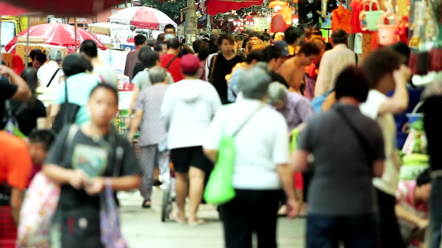 HD: Crowded people walking and shopping in the market, Hong Kong video