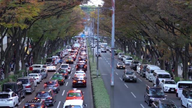 渋谷区の表参道通りを歩いている人混み - 渋滞点の映像素材/bロール