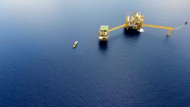 ham petrol ve gaz teçhizat platformu sanayi - kule stok videoları ve detay görüntü çekimi