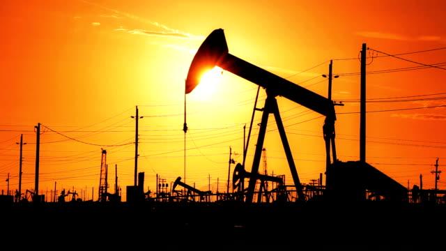 petrolio greggio deserto foratura - opec video stock e b–roll
