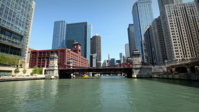 Cruise down the Chicago River video