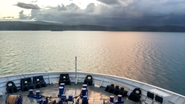 vídeos de stock e filmes b-roll de cruise on cargo ship from harbor in dark morning cabin view time lapse - wellington